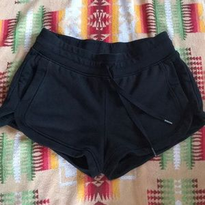 Lululemon black shorts 10 with pockets